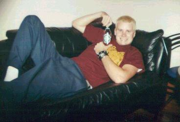 Tom.....holding beer?!? Bad Boy! LoL!